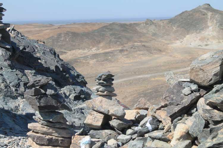 Batu pondasi gunung